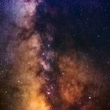 Chiaramente galassia della Via Lattea allo spazio scuro di notte Fotografia Stock Libera da Diritti