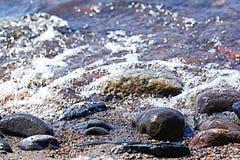 Chiare acque trasparenti del lago del mare Fotografie Stock