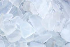 Chiari frammenti protetti del vetro della spiaggia Immagine Stock
