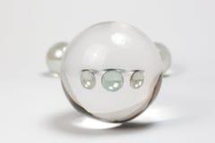 Chiari marmi attraverso Crystal Ball Fotografia Stock