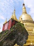 Chiaro cielo alla pagoda Shwemawdaw, Myanmar di bellezza Immagine Stock Libera da Diritti