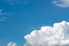 Chiaro cielo blu piacevole Immagine Stock