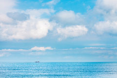 Chiaro cielo con cloudscape e l'oceano, Hong Kong Fotografie Stock Libere da Diritti