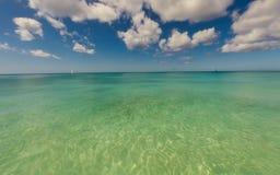 Chiaro mare in isola dei Caraibi Fotografie Stock