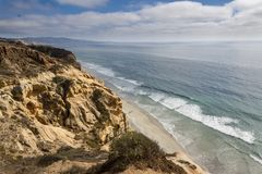 Chiaro punto di vista splendido di Torrey Pines Natural State Reserve a San Diego, California fotografie stock