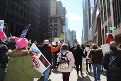 Chiaro zaino, zaino trasparente, marzo per le nostre vite, NYC, NY, U.S.A. Fotografia Stock