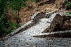 Chiaroscurosteinbrücke, welche die Weise zeigt Stockbild