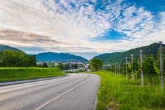 Chiasso Ticino kanton, Schweiz Sikten av staden av italienare Schweiz på en härlig morgon med blå himmel och vit fördunklar Fotografering för Bildbyråer