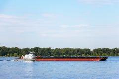 Chiatta del carico sul fiume immagini stock