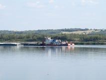 Chiatta della ferraglia sul Danubio Fotografia Stock