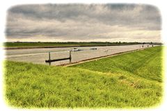Chiatta e yacht che traversano al canale in Olanda Immagine Stock Libera da Diritti
