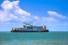 Chiatta porta-container Logistica, importazione ed esportazioni di affari Immagini Stock