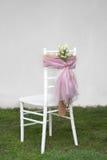 Chiavari-Stuhl im Garten Lizenzfreies Stockfoto