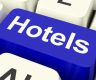 Chiave blu dell'hotel per il viaggio e la stanza Fotografia Stock Libera da Diritti