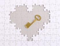 Chiave con il puzzle di forma del cuore Fotografia Stock