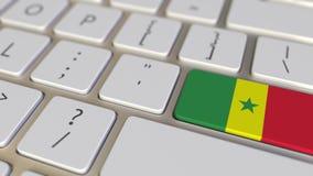 Chiave con la bandiera del Senegal sui commutatori della tastiera da chiudere a chiave con la bandiera della Germania, della trad illustrazione di stock