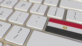 Chiave con la bandiera dell'Egitto sui commutatori della tastiera da chiudere a chiave con la bandiera della Germania, della trad stock footage