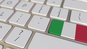 Chiave con la bandiera dell'Italia sui commutatori della tastiera da chiudere a chiave con la bandiera della Germania, della trad royalty illustrazione gratis