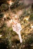 Chiave dell'ornamento dell'albero di Natale fotografie stock