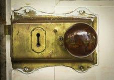 Chiave di catenaccio d'ottone d'annata della porta Immagine Stock