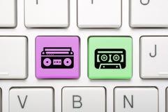 Chiave di musica sulla tastiera Fotografia Stock