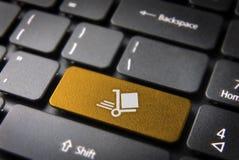 Chiave di tastiera del carretto di trasporto dell'oro, fondo di affari Fotografie Stock Libere da Diritti