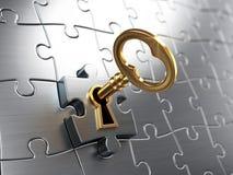Chiave dorata e puzzle Fotografia Stock