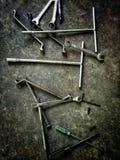 Chiave per la riparazione delle automobili sparse fotografie stock