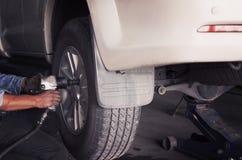 Chiave pneumatica dell'aria per la riparazione del sistema di sospensione fotografie stock