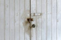 Chiave primaria sulla porta fotografie stock libere da diritti