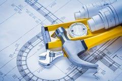 Chiave regolabile livellata del martello da carpentiere della costruzione Immagini Stock Libere da Diritti