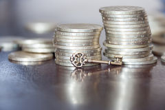 Chiave a soldi Fotografia Stock Libera da Diritti
