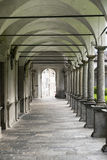 Chiavenna: claustro de San Lorenzo Fotos de archivo libres de regalías