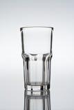 Chiavetta, vetro di cocktail sulla priorità bassa di gradiente Fotografia Stock Libera da Diritti