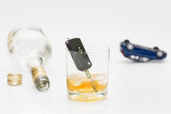 Chiavi dell'automobile e dell'alcool Fotografia Stock
