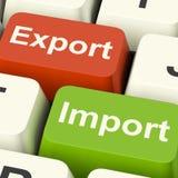 Chiavi dell'importazione e dell'esportazione che mostrano commercio internazionale o COM globale fotografia stock