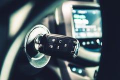 Chiavi di accensione moderne dell'automobile Fotografie Stock Libere da Diritti