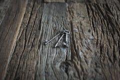 Chiavi su una tavola di legno Fotografia Stock Libera da Diritti