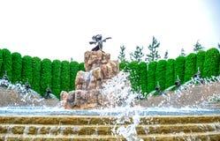 CHIBA, ЯПОНИЯ: Статуя фантазии ` s мыши Mickey перед гостиницой Диснейленда токио, Urayasu, Chiba, Японией Стоковая Фотография RF