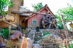 CHIBA, GIAPPONE: Beaver la casa dei fratelli nel paese del Critter, Tokyo Disneyland immagini stock