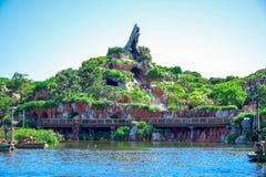 CHIBA, GIAPPONE: Spruzzi l'attrazione della montagna nel paese del Critter, Tokyo Disneyland immagini stock