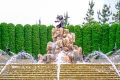 CHIBA, GIAPPONE: Statua della fantasia del ` s di Mickey Mouse davanti all'hotel di Tokyo Disneyland, Urayasu, Chiba, Giappone Immagini Stock