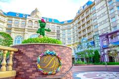 CHIBA, JAPÃO: Vista do hotel de Disneylândia do Tóquio situado no recurso de Disney do Tóquio, Urayasu, Chiba, Japão fotos de stock