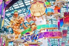 CHIBA, JAPAN: Decoratie bij Main Street -U S A om de gebeurtenis van 35ste Gelukkigste Viering in Tokyo Disneyland Resort te vier Royalty-vrije Stock Afbeeldingen