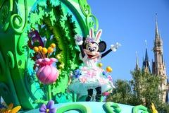 CHIBA JAPAN: Den Tokyo Disneyland easter dagen ståtar Urayasu, Japan royaltyfri bild