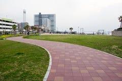 Chiba Japan, 03/30/2019, sikt av parkeringshusbyggnad p? det 18th golvet ?ver det Sogo varuhuset i den Chiba staden arkivbild