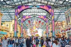 CHIBA, JAPAN: Toeristen die Main Street -U bezoeken S A in het geval van 35ste Gelukkigste Viering bij de toevlucht van Tokyo Dis Royalty-vrije Stock Foto