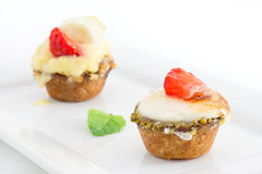 Chibouste-Törtchen mit Vanille und Frucht lizenzfreies stockbild