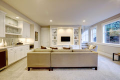 Free Chic Basement Living Room With Wet Bar Stock Images - 84655714