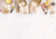 Chic kvinnlig kosmetisk bakgrund för glamour Royaltyfria Foton